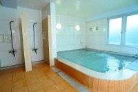 01 併設しているスポーツクラブの温浴施設が利用できる